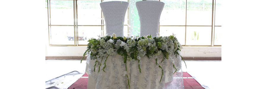 King & Queen chairs for the Bride & Groom